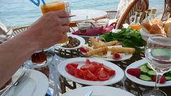 Deilig mat til frokost på båten.